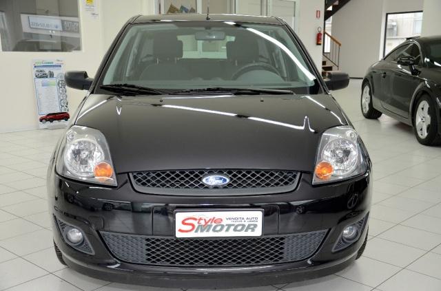 Vendita Auto Ford Fiesta 1 4 Tdci 5p Usata Stylemotor Annunci Auto Usate Vendo Automobili Usate